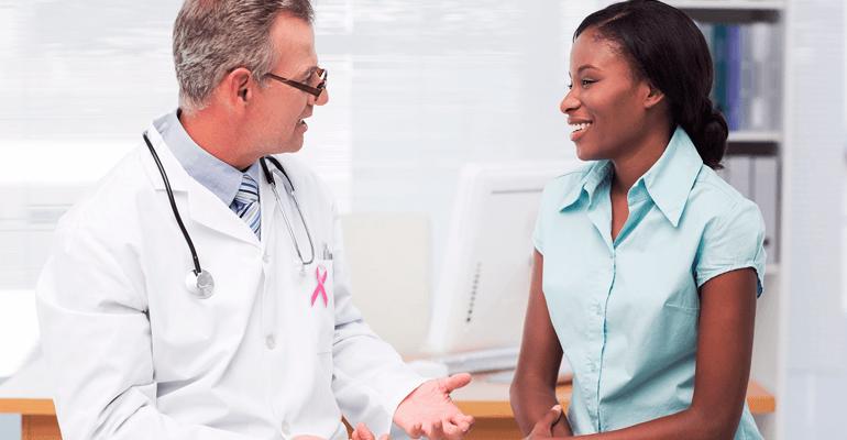 Médico conversando com paciente - exames de rotina
